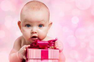 Що подарувати дитині на 1 рік хлопчикові і дівчинці
