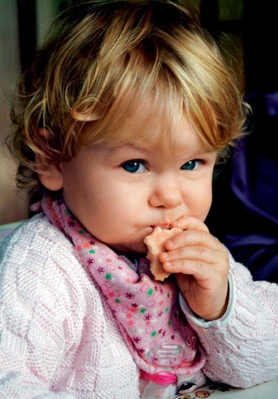 Дитяче печиво: вчимося жувати