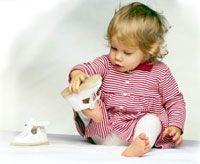 Навіщо дитині до року взуття?